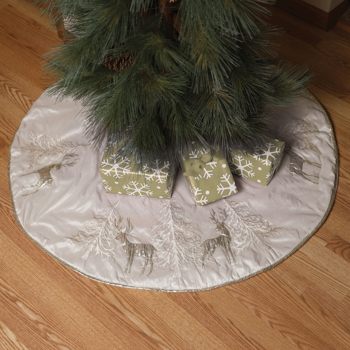 Reindeer Tree Skirt