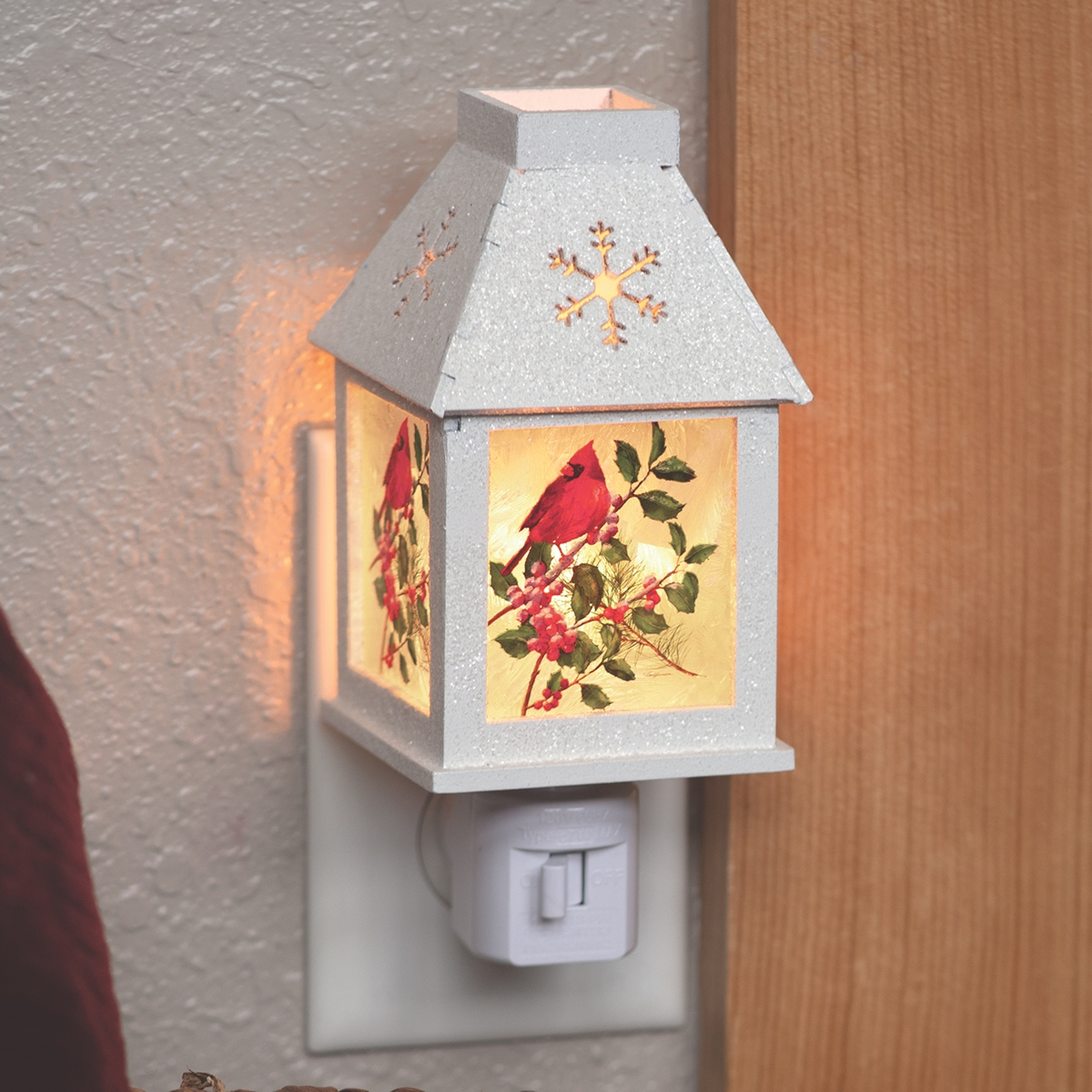 Cardinal Holly and Berry Nightlight